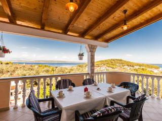 LUXURY VILLA WITH SPECTACULAR VIEW!, Kukljica