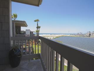 Oceanview Condo with Pool, Oceanside