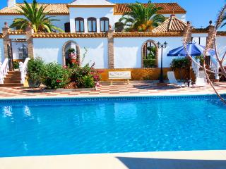Nice Cortijo between Seville and Córdoba. Private pool, gardens, up to 12 people