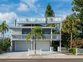Beach Views, 2 Kitchens, Elevator, Bicycles!, Redington Beach