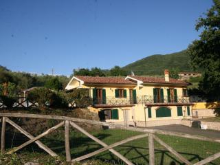 La Casa del Club Lampeggiante Blu, Castel Madama