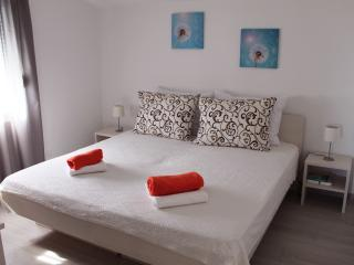 Comfortable Modern Apartment Anita