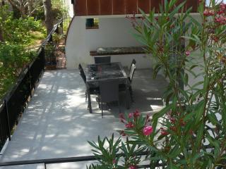 Appartement dans maison avec jardin 50m de la plag