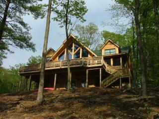Sleepy Hollow Lakeside Log Home, Hedgesville