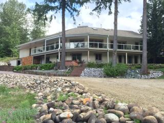 3 bedroom executive  River View Home, Revelstoke