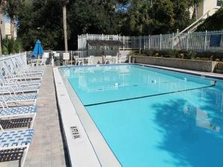 Amazing 2 Bedroom, 2 Bath Condo, Pool, BBQ, Beach, Saint Augustine Beach