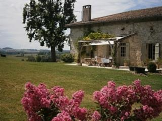 Beautiful 16th Century Farmhouse with pool, Saint Pastour