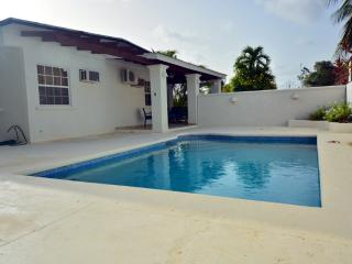 Beach walk with pool 3 bedrooms with 3 bathrooms, Holetown