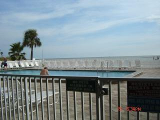 Beach Vacation Paradise Across from Famous Johns Pass Village 2/2 Beachfront Blg