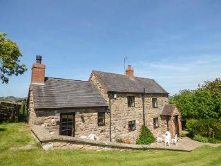 CHEVINSIDE COTTAGE, detached, open fire, ideal for a family, pet-friendly, in Belper Ref 919593