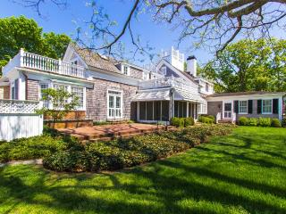 WEEKW - CLASSIC, IN-TOWN EDGARTOWN, ENGLISH-COUNTRY CHIC LUXURY HOME WITH POOL AND MANICURED GROUNDS, Edgartown