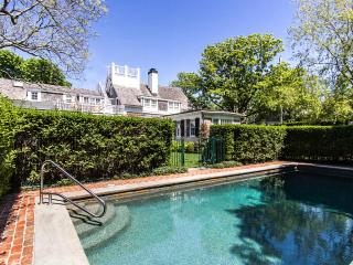 WEEKW - CLASSIC, IN-TOWN EDGARTOWN, ENGLISH-COUNTRY CHIC LUXURY HOME WITH POOL