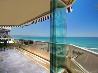 4 Bed Beachfront Penthouse next to Carihuela Beach