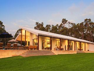 Rural luxury with vineyard and Pool, Yallingup