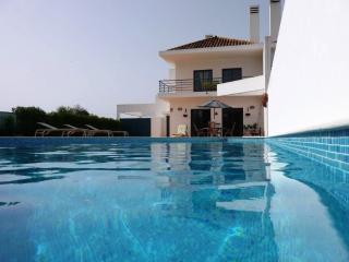 Superve villa moderne, piscine privée, 8/10 pers, Boliqueime