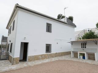 Villa Rosita 5BR with AC +  Privat Pool + 200 M to the beach ( With 2 KITCHEN)