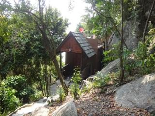 Jungle House adjacent to Beach and Pool