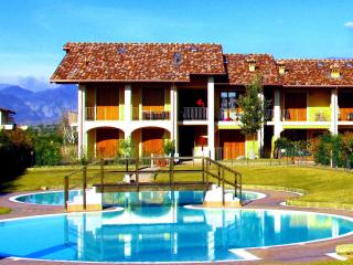 Comfortable flat, x 4, with pool, 900mt fm beaches, Raffa
