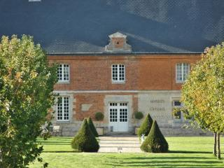 Normandy mansion with pond and stables, Saint-Valery-en-Caux