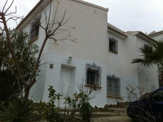 GROUND FLOOR 2 BEDROOM APARTMENT IN  VILLA