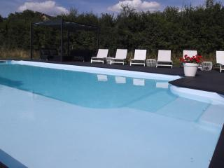 Gîtes Le Lait luxury holiday house + heated pool, Autun