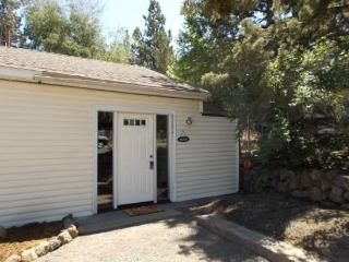 Private Retreat for Two! Great Eastside Location, Easy Walk to Downtown, Newly Furnished, Bend
