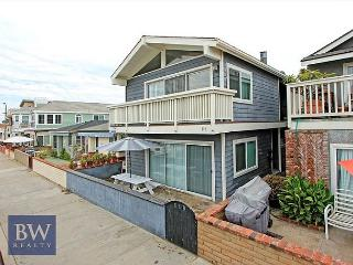 Brand new remodel in most desireable location! Steps to the Sand! (68254), Newport Beach