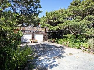 VISTA DEL MAR~Perfect cozy couples cabin just steps to the beach!
