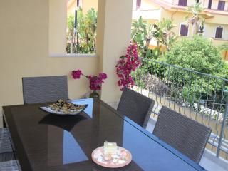 2 bed apartment 3 minute walk from marinella beach, Pizzo