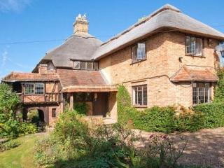 The Old Wharf Cottage - Riverside Living with Private Pool, Old Windsor