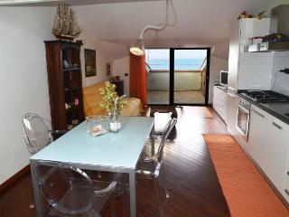 Elegante Nuovo Appartamento Mansardato Fronte Mare (spiaggia Maria Pia)