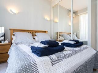 Air conditioned front bedroom with double doors onto floral terrasse. Again Egyptian cotton bedding