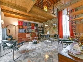 Ponte Rosso Vacation Rental from Windows on Italy, Firenze