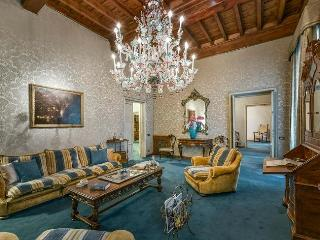 Marvelous Antique-Style Apartment in Florence, Florencia