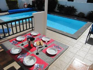 Villa Elysium, with Private Pool, 15-20 min walk to Playa Blanca Town Centre, Lanzarote