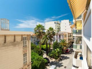 Wonderful 3 bedroom Promenade des Anglais holiday apartment in Nice