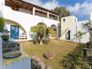 Villa Sette Sorelle, Santa Marina Salina