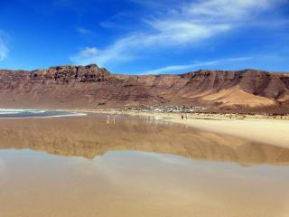Bungalow en urbanización Playa Famara, vista mar
