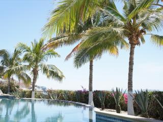 Beachfront Pool Side Condo - Amazing Ocean Views, La Paz