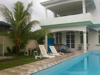 house  with private pool for 10 persons., Grand Baie