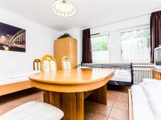 79 Cozy apartment with 5 beds in Cologne Höhenberg