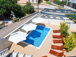 Cozy apartment with pool and beautiful views  5970, Okrug Gornji