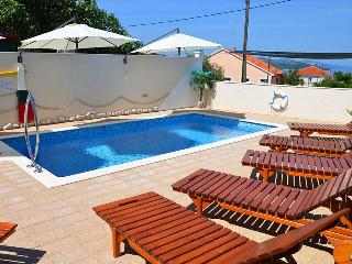 Lovely apartment with swimming pool 5969, Okrug Gornji