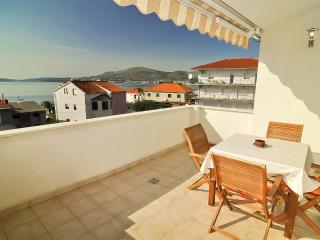 Cosy holiday apartment with stunning views 5967, Okrug Gornji