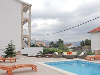 Beautiful ground floor apartment with pool 7681, Slatine