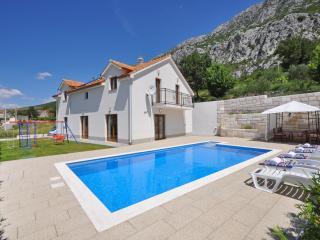 Villa Kuvacic, Omis