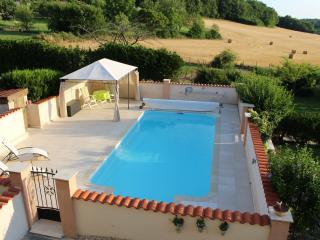Les Hirondelles Rural Gite, ideal couple's retreat, Chalais
