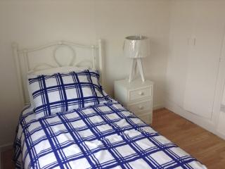 Single bed, bright room, great views