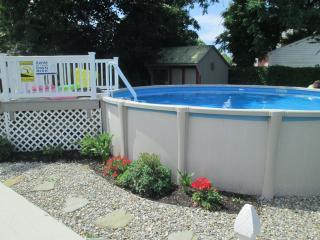 Cloverdale - Dog Friendly-Fenced Yard- Internet-Pool