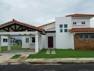 BEACH HOUSE FOR RENT, Nueva Gorgona